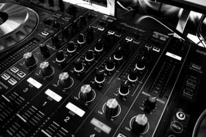 Effekte und Regler bei einem DJ Mischpult